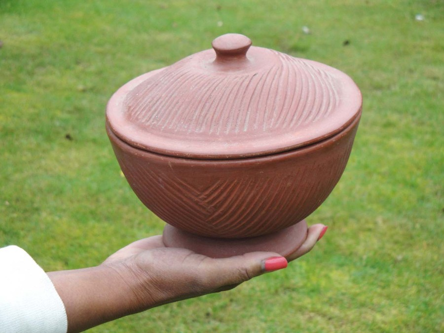 Clay pot given to Bob Golding by the Orangun of Ila in 1972.